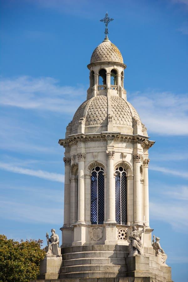 Treenighethögskola campanile dublin ireland arkivbilder