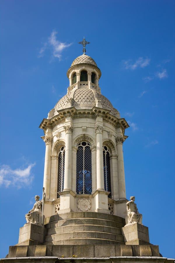 Treenighethögskola campanile dublin ireland royaltyfri bild