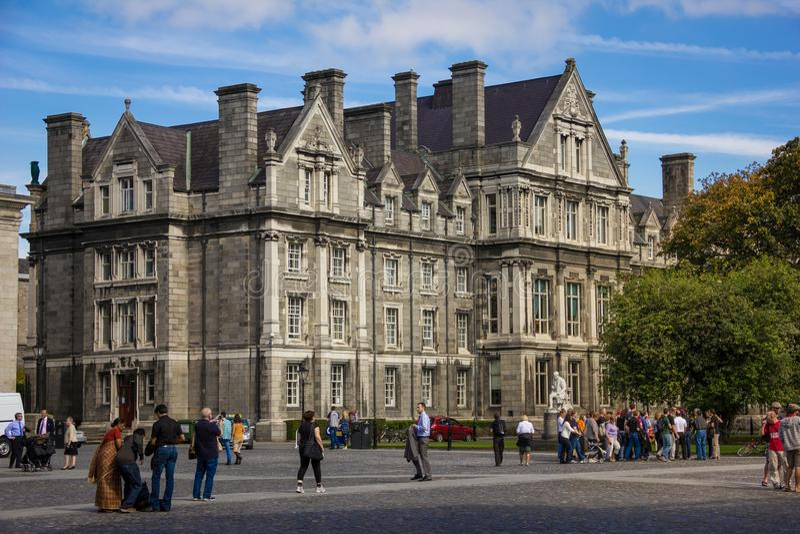 Treenighethögskola Minnes- byggnad för kandidater dublin ireland arkivfoto