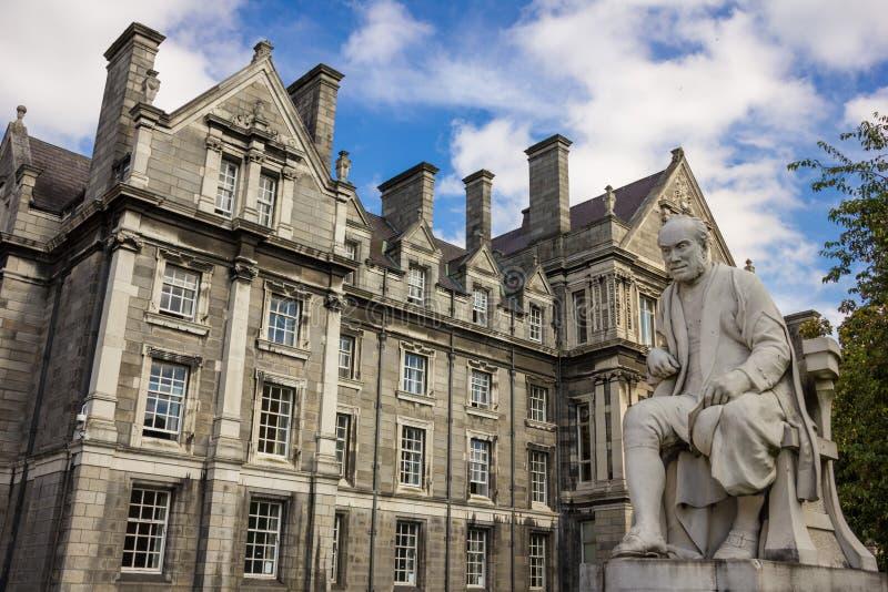 Treenighethögskola Minnes- byggnad för kandidater dublin ireland royaltyfri foto