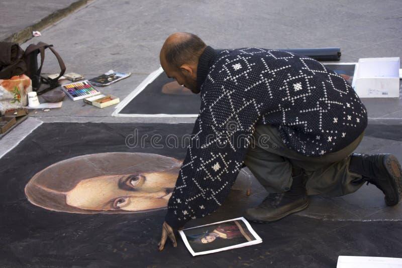 Treet artysta w Florencja, robi sztuce na asfalcie zdjęcia stock