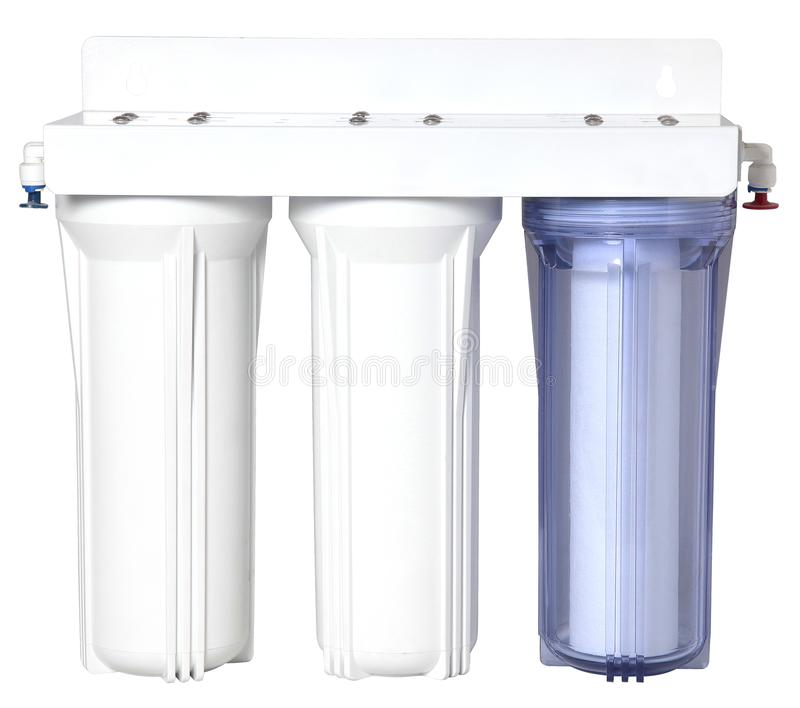 Trefaldigt vattenlokalvårdfilter för vattenbehandling som isoleras på vit royaltyfria foton