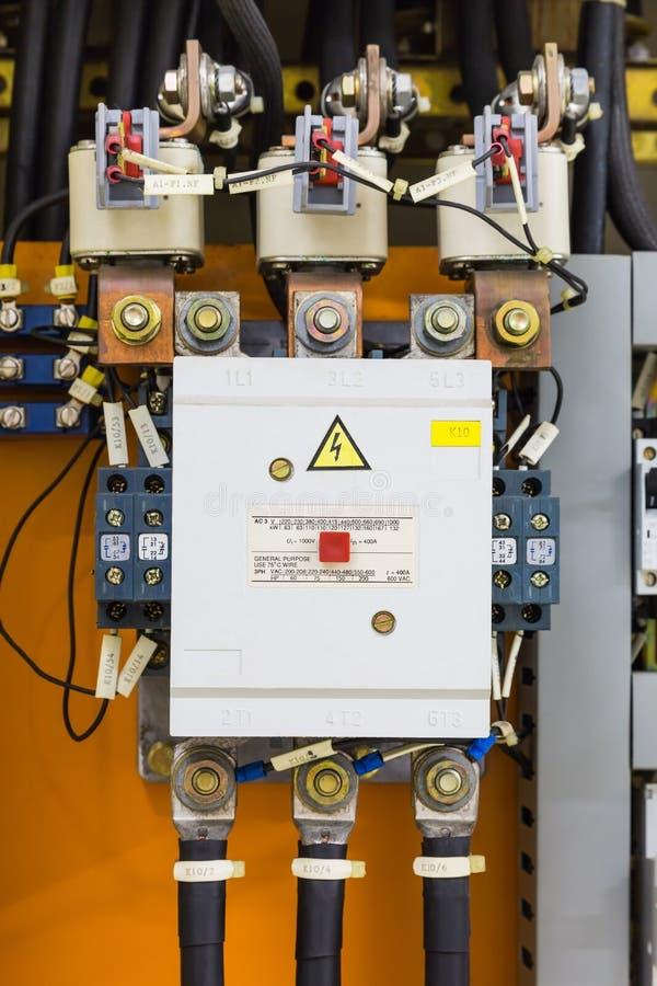 Trefasmagnetiska contactor och säkringar royaltyfria foton