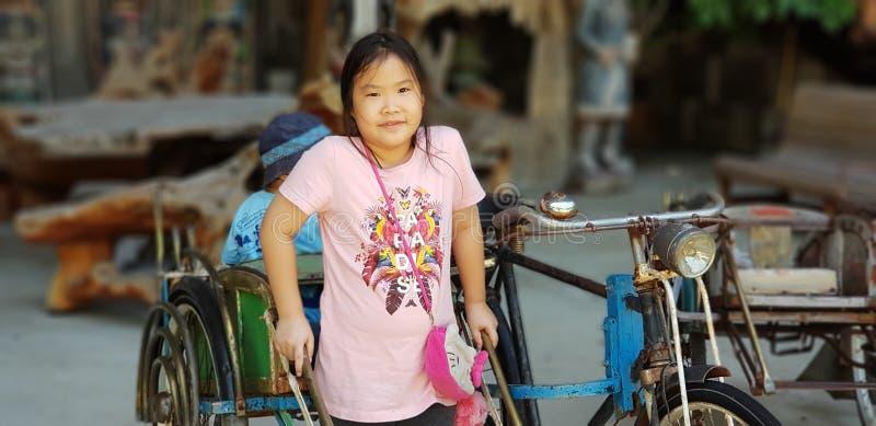 Trehjulingchauffören behandla som ett barn royaltyfri fotografi