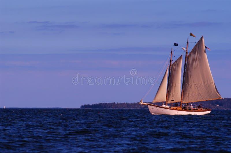 Download Treibend stockfoto. Bild von ozean, wellen, boot, bootfahrt - 47434