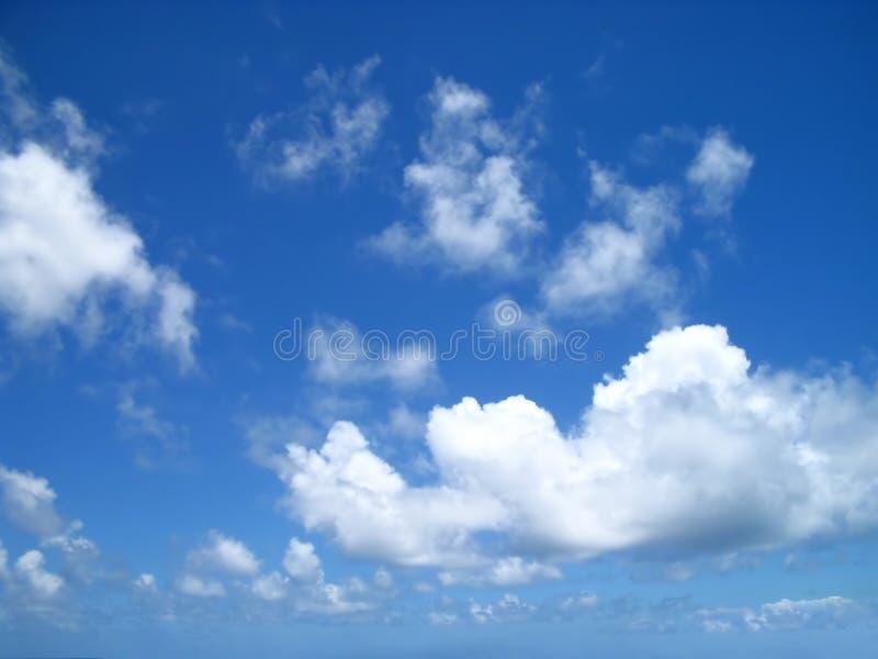 Treibende Wolken lizenzfreies stockfoto