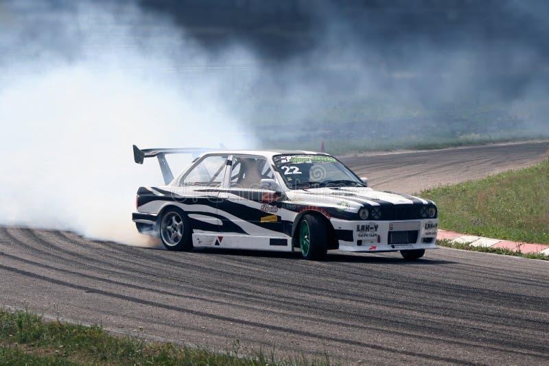 Treibender Autosport lizenzfreies stockfoto