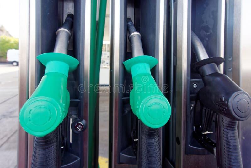 Treibstoff oder Benzin-Pumpen und Griffe lizenzfreie stockfotografie