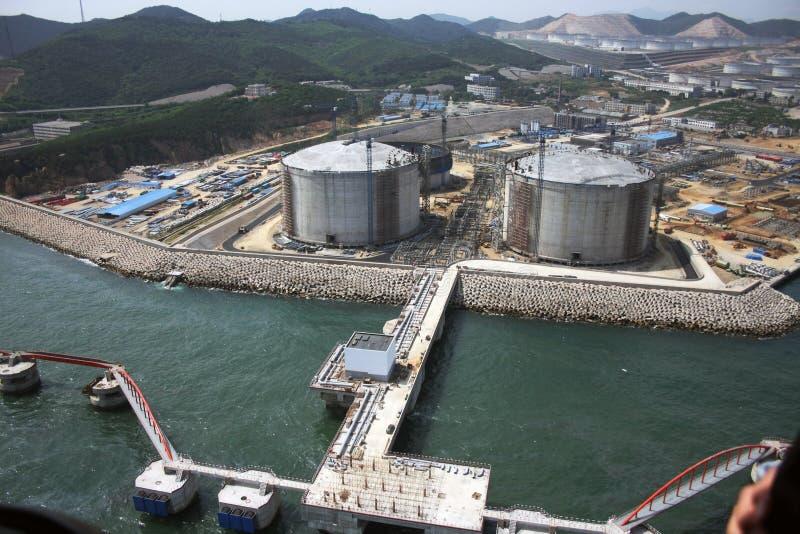 Treibstoffkanal und Energiespeicher durch Meer lizenzfreies stockbild