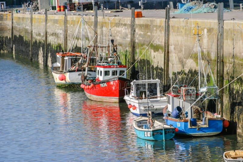 Treilers in Padstow, Cornwall, het UK buitenhaven worden vastgelegd die royalty-vrije stock foto's