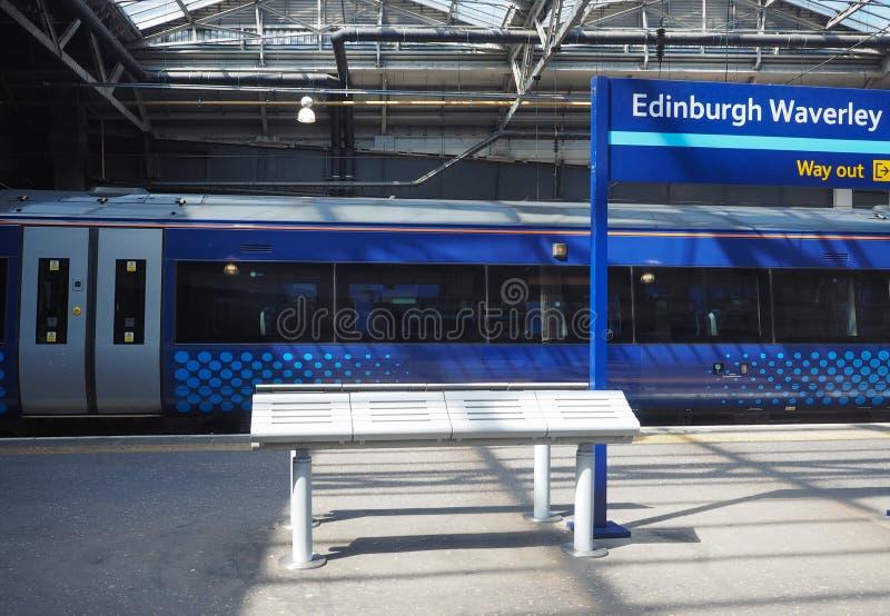 Trein bij de post van Edinburgh Waverly in Edinburgh royalty-vrije stock foto