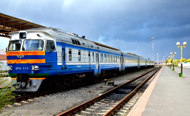 Trein bij het station, Gomel, Wit-Rusland royalty-vrije stock afbeelding