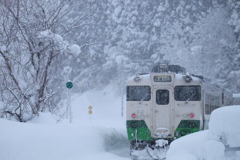 Trein in de winter stock fotografie