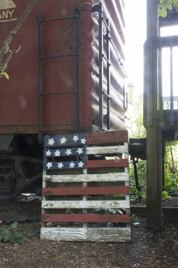 Trein en vlagdecoratie stock afbeelding