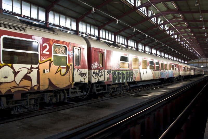 Trein met graffiti stock foto