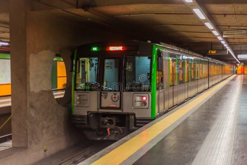 Trein in Milaan stock afbeeldingen