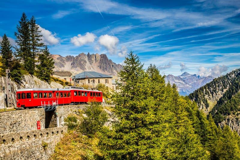 Trein in Montenvers Mer DE Glace-Chamonix, Frankrijk stock foto's