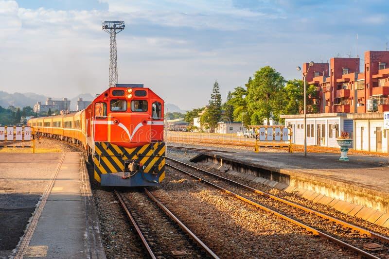 Trein op de spoorweg in Taiwan royalty-vrije stock fotografie