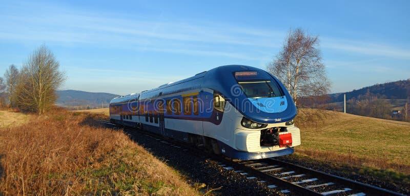 Trein Regioshark in ochtend stock afbeeldingen