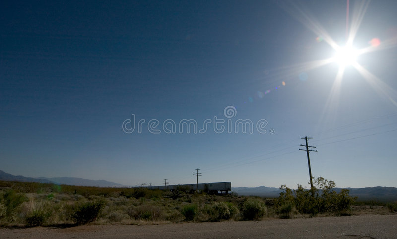 Trein in woestijn Mojavi stock foto's