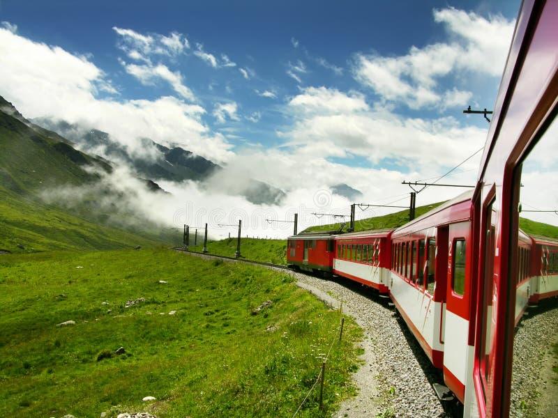 Trein in Zwitserland (Oberalppass) stock afbeeldingen