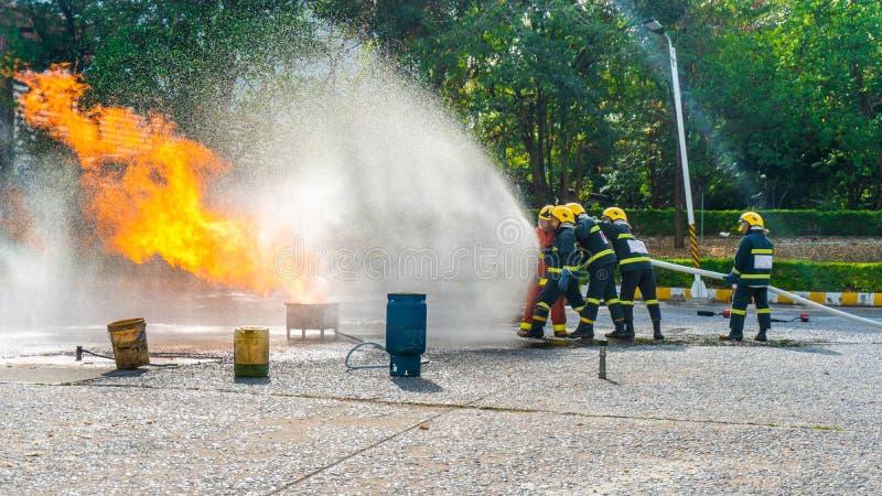 Treinamento da broca de fogo ou apresentação do bombeiro fotos de stock royalty free