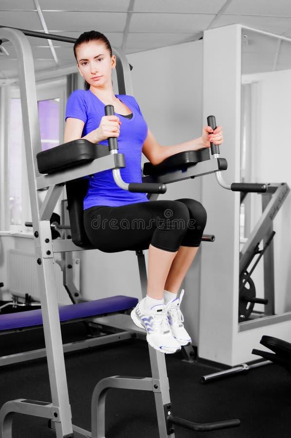 Treinamento da mulher nova fotografia de stock