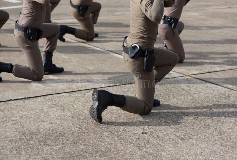 Treinamento de armas de fogo tático da polícia foto de stock