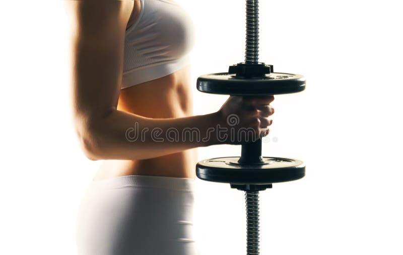 Treinamento desportivo da mulher com os pesos isolados no branco Conceito do esporte, da saúde e da aptidão fotos de stock royalty free