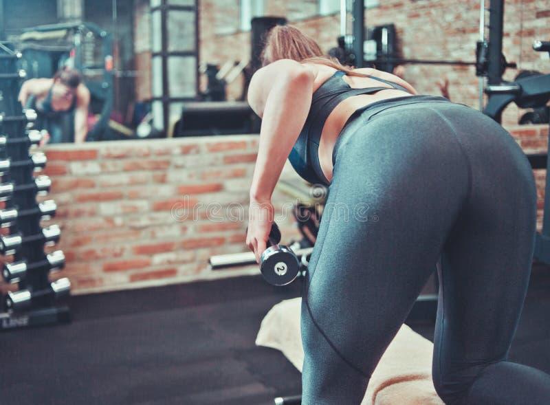 Treinamento desportivo da mulher fotos de stock royalty free