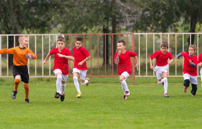 Treinamento do futebol para crianças imagem de stock royalty free