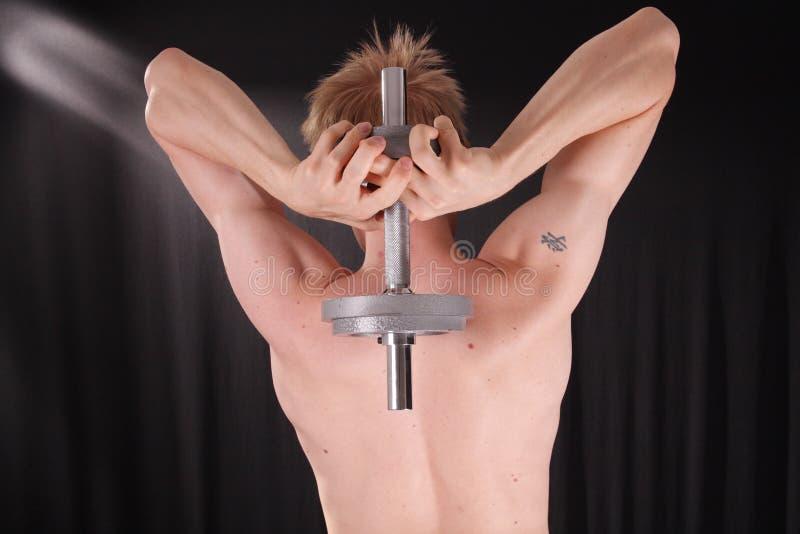 Treinamento do homem com peso fotos de stock royalty free