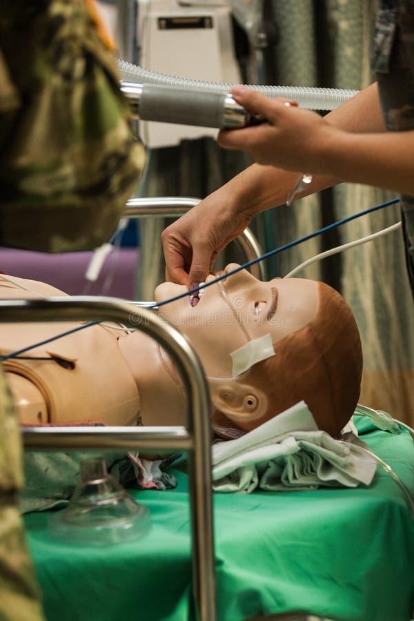 Treinamento médico com máquina do ventilador fotos de stock