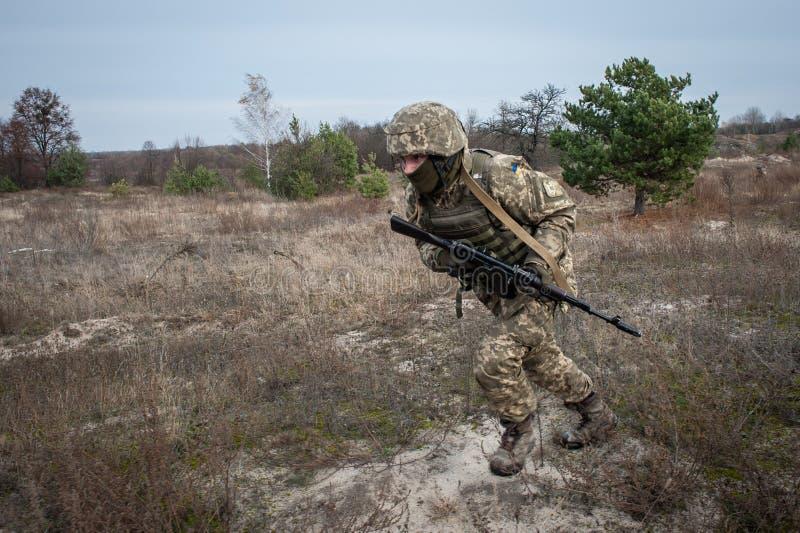 Treinamento médico militar e tático foto de stock royalty free