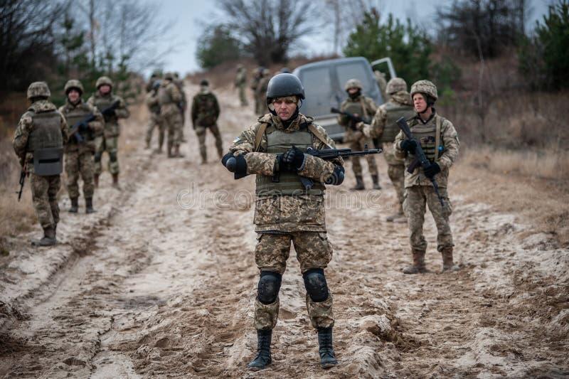 Treinamento médico militar e tático fotos de stock