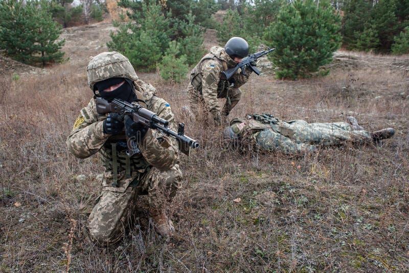Treinamento médico militar e tático fotografia de stock