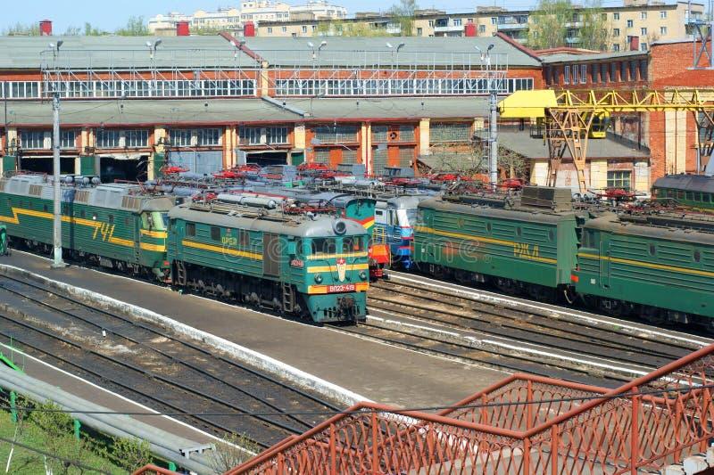 Treinen in depot royalty-vrije stock foto's
