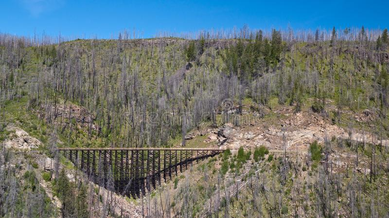 Treinschraag op de Spoorweg van de Ketelvallei dichtbij Kelowna, Canada stock foto