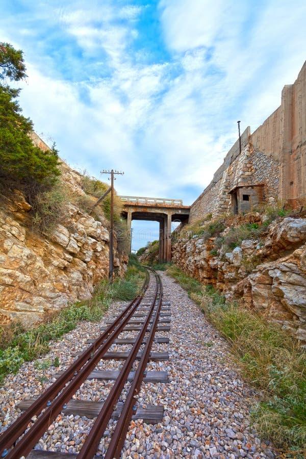 Treinsporen en Brug stock foto