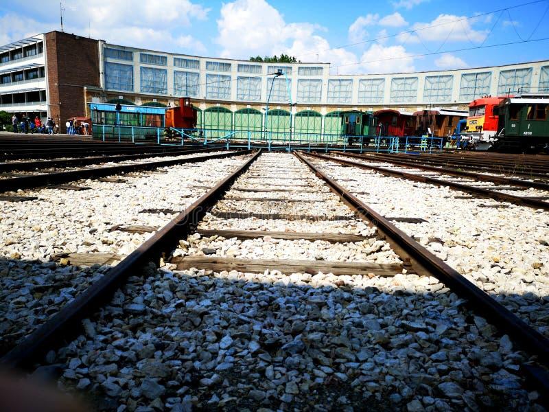 Treinsporen in het Park van Spoorwegmusem stock afbeeldingen