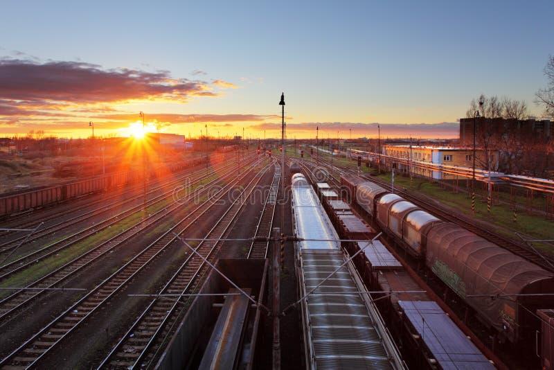Treinvracht - de industrie van de Ladingsspoorweg royalty-vrije stock afbeeldingen