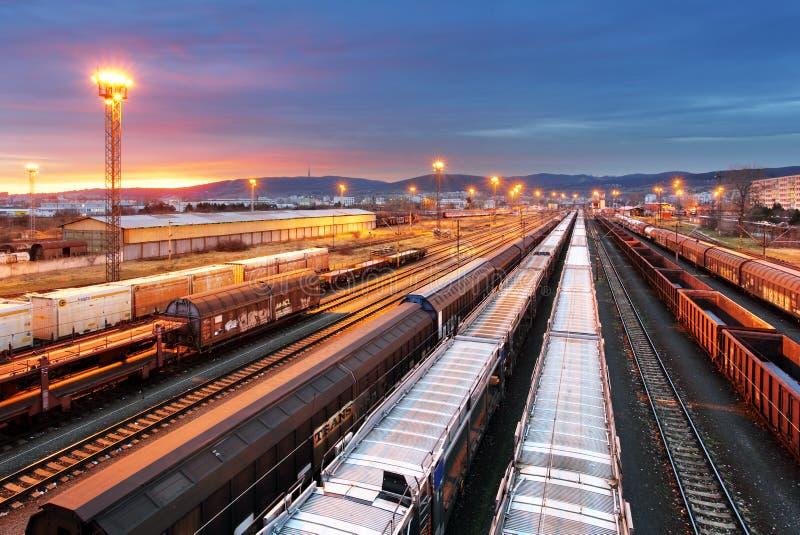 Treinvracht - de industrie van de Ladingsspoorweg royalty-vrije stock afbeelding