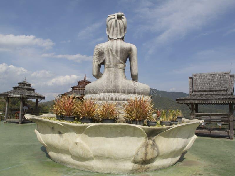 Trek budda, Wat Taton, Chiangmai, Thailand terug royalty-vrije stock afbeelding