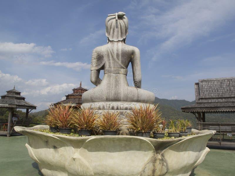 Trek budda, Wat Taton, Chiangmai, Thailand terug royalty-vrije stock afbeeldingen
