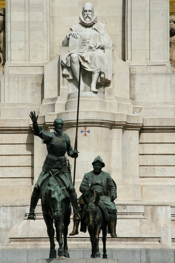 Trek het standbeeld van Don Quichot aan stock afbeelding