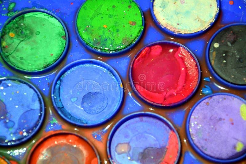Trek palet, kunstenaar ` s het heldere kleurrijke palet, omhoog sluit stock foto