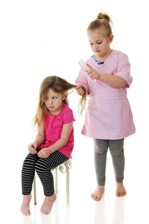 Trek ` t Veel aan Houdende van Sissy Doing My Hair royalty-vrije stock foto