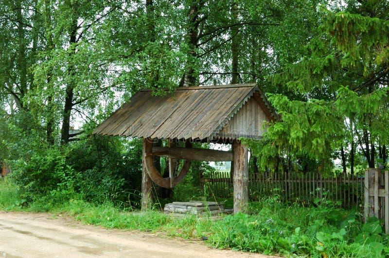 Trekken-goed in noordelijk Russisch dorp stock afbeeldingen