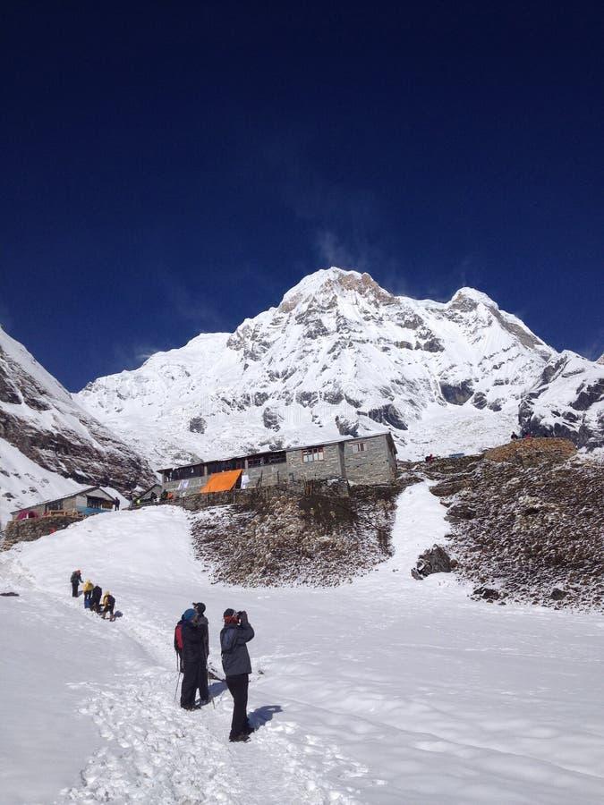 Trekker στο νότο Annapurna και το στρατόπεδο βάσεων - Νεπάλ στοκ φωτογραφία με δικαίωμα ελεύθερης χρήσης