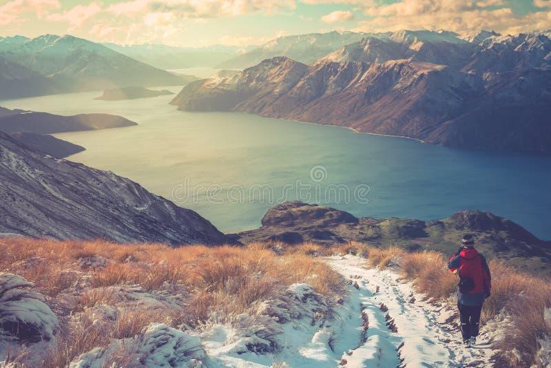 Trekker auf einem Berg Roy stockfotografie
